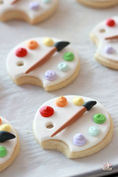 Tutorial; How to Cover Cookies with Fondant & Art Palette Cookie