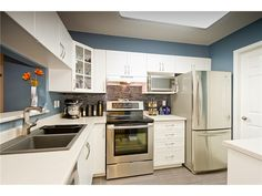 114 - 3085 Primrose Lane - Updated kitchen with a walk-in pantry