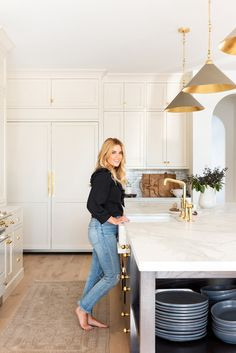 Shea McGee's new kitchen features a clever feature—a drip edge. Estudio Mcgee, American Interior, Kitchen Photos, Cuisines Design, Interior Design Kitchen, Interior Plants, Cheap Home Decor, New Kitchen, Room Kitchen