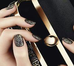 80 Classy Nail Art Designs for Short Nails Black Gold Nails, Black Nail Art, Sparkly Nails, Black Sparkle, Purple Nail, Black Polish, Pink Nails, Classy Nail Art, Elegant Nails