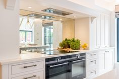 Siemens Appliances and In frame Porcelain Kitchen Cabinetry Traditional British Kitchens, Shaker Doors, Kitchen Showroom, Real Kitchen, Shaker Kitchen, Kitchen Cabinetry, Small Rooms, Modern Classic, Contemporary Design