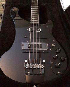 いいね!4,917件、コメント30件 ― Bass Player Magazineさん(@bassplayermag)のInstagramアカウント: 「A limited run 1989 Rickenbacker Blackstar Bass. #bassgram #instabass #bassporn #bassplayer…」