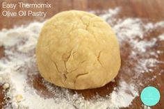 This is the easiest and best savoury Thermomix pastry recipe! Check out our Easy Olive Oil Pastry. Pastry Recipes, Baking Recipes, Whole Food Recipes, Savory Pastry, Shortcrust Pastry, Savoury Pies, Savoury Recipes, Olive Oil Pastry Recipe, Quiche