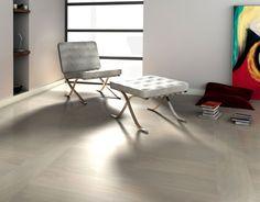 Floor: light coloured 木紋磚
