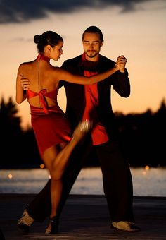Tango , Salsa, whatever. If you are a pro it looks elegant like hell! Wish I could dance like that! Shall We Dance, Lets Dance, Dance Photos, Dance Pictures, Genre Musical, Baile Latino, Tango Dancers, Partner Dance, Argentine Tango