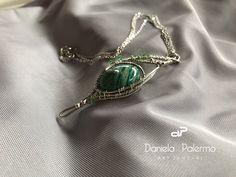 Un semplice #pendente in #argentium #silver con #amazzonitestriata e componenti #swarovski . #beyounique #danieartjewelry #wirewrapping
