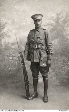 It seeks to highlight the untold story of the Indigenous Australians who served in the armed forces during the First World War. 18 Powerful Photos Of The Forgotten Indigenous Soldiers Of World War I Ww1 Photos, History Photos, Iconic Photos, Women In History, World History, Ww1 History, British History, Ancient History, Black History