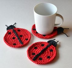 Ladybug Coasters Set of 4 or 6 Housewarming or Hostess Gift Summer Decor Mothers Day Gift Wrap in Sheer White Organza Bag Available Crochet Coaster Pattern, Easy Crochet Patterns, Doily Patterns, Dress Patterns, Crochet Ladybug, Confection Au Crochet, Crochet Decoration, Mug Rugs, Crochet Home