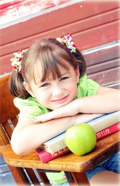 Back to School pictures and how to edit - for the novice! Cute Photography, School Photography, Children Photography, Back To School Pictures, School Photos, 1st Day Of School, Back 2 School, School Portraits, Kindergarten Graduation