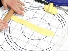 Cake Decoration Tips : How to Make Fondant Ribbons