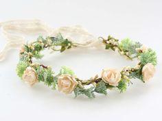 Fiori per capelli - Corona di fiori - un prodotto unico di LolaWhite su DaWanda