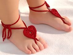 29 Ideas for baby girl diy shoes flip flops Crochet Barefoot Sandals, Crochet Baby Sandals, Booties Crochet, Crochet Hats, Crochet Baby Blanket Beginner, Baby Slippers, Bare Foot Sandals, Baby Feet, Silhouette Designer Edition