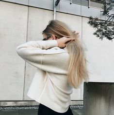 Alexandra Dahlin in the Bristol Wool Knit Fall Wardrobe, Bristol, Wool, Long Hair Styles, Knitting, Beauty, Beleza, Tricot, Long Hairstyle