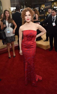 Actress Bernadette Peters attends the Annual Golden Globe Awards at The Beverly Hilton Hotel on January 2017 in Beverly Hills, California. Golden Globe Award, Golden Globes, The Goodbye Girl, Bernadette Peters, Fashion 2017, Womens Fashion, Strapless Dress Formal, Formal Dresses, Red Carpet Fashion