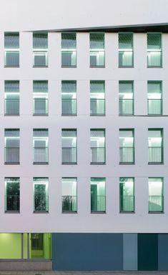 Slim, tilt and turn window with slim, contemporary aluminium frames. Aluminum Windows Design, Aluminium Windows, Tilt And Turn Windows, Windows System, Thermal Insulation, Window Design, Sliding Doors, Contemporary, Modern