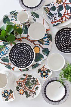 Marimekko oiva tableware mix and match to create individual dining sets Marimekko, Scandinavian Dinnerware Sets, China Art, Scandinavian Style, Living Furniture, Surface Pattern Design, Ceramic Pottery, Textile Design, Decorating Your Home