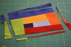 Sewing Block Quilts I've been having so much fun making improv blocks that I thought I'd share with you a tutorial on the process I use. I'll show you how I take the traditional log cabin block and m… Quilting For Beginners, Quilting Tips, Quilting Tutorials, Quilting Designs, Quilting Patterns, Art Quilting, Patchwork Patterns, Sewing Patterns, Modern Quilt Blocks