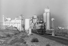 https://flic.kr/p/TsgMi2 | Leavin' Bovina Behind | Bovina, Texas, is probably the best place on the old Santa Fe transcon where one can experience a large volume of trains and a majestic elevator panorama. At 09:24, August 7, 1987, train 1-891-06 storms out of Bovina headed for Chicago. Photo by Joe McMillan.