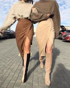 Black And White Outfit, Beige Outfit, Brown Boots Outfit, Nude Boots, Monochrome Outfit, Look Fashion, High Fashion, Womens Fashion, Unique Fashion