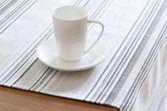 Detail štóly z kolekcie Rustica.  #stola#obrus#kuchyna#jedalen#prestieranie Barware, Coasters, Tableware, Kitchen, Fabric, Tejido, Dinnerware, Cooking, Tela