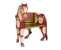 Banco de madera en forma de caballo