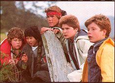 Jonathan Ke Kwan, Josh Brolin, Corey Feldman, and Sean Astin // The Goonies 90s Movies, Good Movies, Movies Showing, Movies And Tv Shows, Os Goonies, Corey Feldman, Mikey, Cute Actors, Once Upon A Time