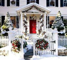 Pięknie przystrojony dom.