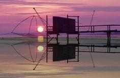 Reflet d'un carrelet au soleil couchant...splendide | Charente-Maritime Tourisme #charentemaritime | #carrelet