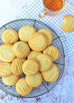 Basisrecept Koekjes - Laura's Bakery. Gebruik wajang boter. Bakery Recipes, Cookie Recipes, Snack Recipes, Biscuit Cookies, No Bake Cookies, Sugar Cookies, Bakery Cakes, Drip Cakes, Healthy Baking