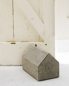 Femke Pastijn--make something similar with concrete in a milk or cream carton