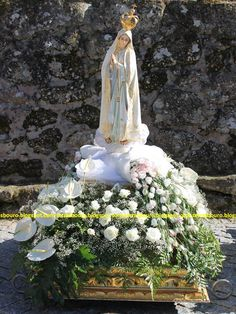 Pin by Unnijoseph on Altar decorations Church Flower Arrangements, Church Flowers, Floral Arrangements, Altar Decorations, Patriotic Decorations, Madonna, I Love You Mother, Mother Images, Blessed Mother Mary