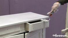 Je patine un meuble - > Pour patiner un meuble il faut procéder par étape : Étape 6 : Je pose une première couche de peinture - Appliquer une première couche de peinture avec pinceau et rouleau...