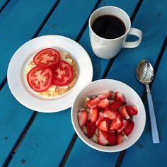 Breakfast☀ #sandwich #cheese #tomatoes #kesella #banana #strawberries #coffee #breakfast #朝ご飯 #コーヒー #サンドイッチ #チーズ #トマト #バナナ #いちご #苺 #Padgram