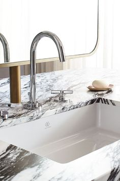 The Percy Widespread Faucet with Cross Handles in Platinum Nickel (special order only) arches gracefully over the Pop Grande Rectangle Under Counter Lavatory. It offers yet another luscious curve in Alison Habermehl's Contemporary Toronto #DXVDesignPanel en suite.