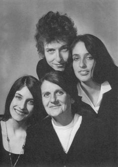 Joan Baez and her mom (also named Joan and referred to as Joan Sr.) with her sister Mimi and Bob Dylan in 1965 - Mimi passed in 2003 and Joan Sr. passed at age 100 in Bob Dylan, Joan Baez, Concert Festival, Blowin' In The Wind, Singing Career, Thing 1, Folk Music, Music Icon, My Favorite Music