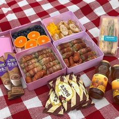 Breakfast Picnic, Perfect Breakfast, Picnic Date Food, Cute Food, Yummy Food, Tumblr Food, Picnic Birthday, Japanese Snacks, Food Is Fuel