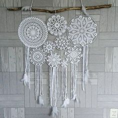 Create and Decorate: 12 Simple Easter Crafts For Toddlers Lace Dream Catchers, Dream Catcher Boho, Doilies Crafts, Crochet Doilies, Hobbies And Crafts, Diy And Crafts, Arts And Crafts, Doily Art, Crochet Dreamcatcher