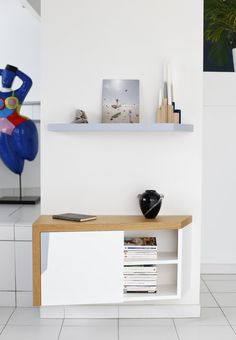Guillaume Bouvet est artisan menuisier et designer. Il conçoit et réalise votre mobilier sur-mesure avec une esthétique épurée et contemporaine. Meuble Salon wood furniture Etagere