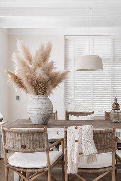 House & Home Dining Room Table Decor, Living Room Decor, Kitchen Dining, Design Jobs, Natural Home Decor, Home Decor Inspiration, Decor Ideas, Apartment Living, Home Interior Design