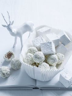 White Christmas - Truffles & Marshmallows. Christmas delights. Sweets and desserts for the holidays.