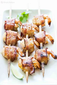 Bacon-wrapped shrimp, oven baked or grilled, and seasoned with chili and lime Yummy Appetizers, Appetizer Recipes, Shrimp Appetizers, Appetizer Ideas, Party Appetizers, Easter Recipes, Grilling Recipes, Cooking Recipes, Bacon Wrapped Shrimp