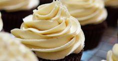 Tee muffinsseista entistäkin herkullisempia lisäämällä niiden päälle kerros makeaa valkosuklaakuorrutetta. Voit käyttää muffinssikuorrutusta myös kakkujen kuorruttamiseen.