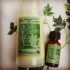 Latte detergente all'olio di canapa e olio essenziale di lavanda angustifolia