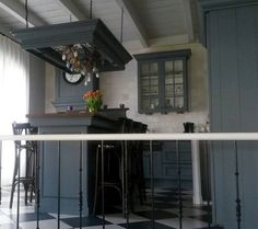 Paint your kitchen easy with Pure&Original. This kitchen was yellow & now Oxford Blue varnish waterbased.