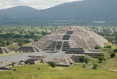 Téotihuacan.....Pyramide de la lune .