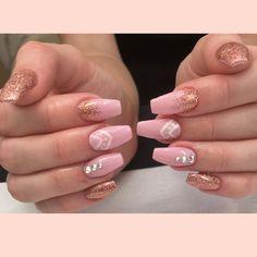 Cjp acrylic nails in a ballerina shape with IBD gel varnish, Lecente glitter, free hand nail art & Swarovski crystals #nails #acrylicnails #ballerinashape #ibdjustgel #lecente #cupidcrytals #sodeaus