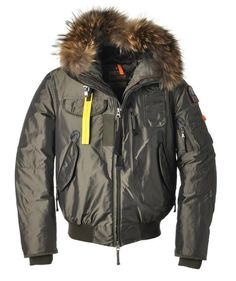 It is necessary for you to have a Parajumpers Gobi-Man Jacket Olive in the winter which will keep you warm all the time no matter where you are going. It is designed with interior security pocket to keep belongings safe. In addition, there is a utility pocket on left sleeve for storage of smaller items. If you buy the Parajumpers Sale online, it seems that you own practicality and warmness at the same time.