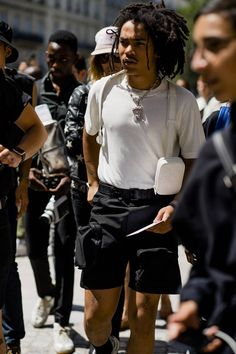 Paris Fashion Week Men's is underway and Robert Spangle has captured the most stylish men on the streets of the French city. Afro Style, Gq Style, Fashion Killa, Mens Fashion, Paris Fashion, Casual Shorts Outfit, Most Stylish Men, Swag, Aesthetic Fashion