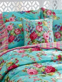 Fabulous NEW signature April Cornell clothing, kids' wear, and linens for a beautiful home Bedding Master Bedroom, Linen Bedroom, Linen Bedding, Bedroom Decor, Bed Linens, Cosy Bedroom, Bedding Decor, Quilt Bedding, Table Linens