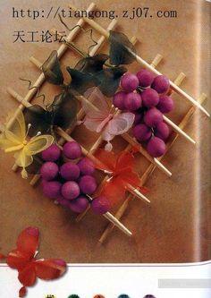 Flores feitas de arame e nylon,